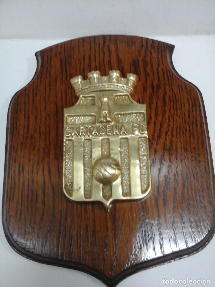 ANTIGUA METOPA - ESCUDO DEL CARTAGENA FÚTBOL CLUB. (Coleccionismo Deportivo - Medallas, Monedas y Trofeos de Fútbol)