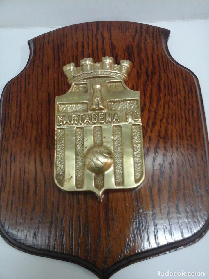 Coleccionismo deportivo: Antigua metopa - Escudo del Cartagena Fútbol Club. - Foto 2 - 70322825