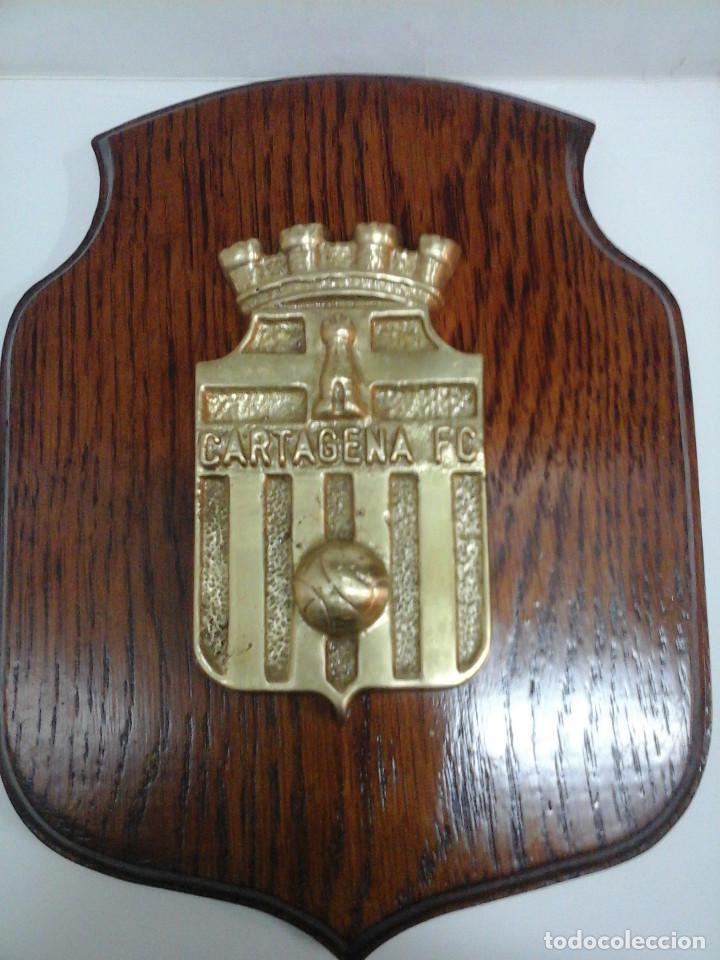 Coleccionismo deportivo: Antigua metopa - Escudo del Cartagena Fútbol Club. - Foto 3 - 70322825