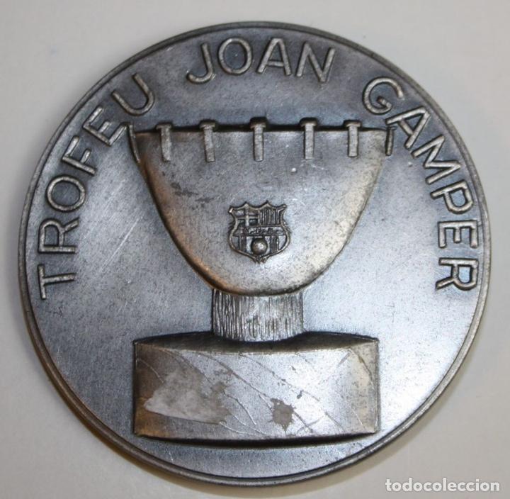 Coleccionismo deportivo: MEDALLA. TROFEU JOAN GAMPER. CLUB DE FUTBOL BARCELONA. PUJOL. METAL PLATEADO - Foto 3 - 71169341