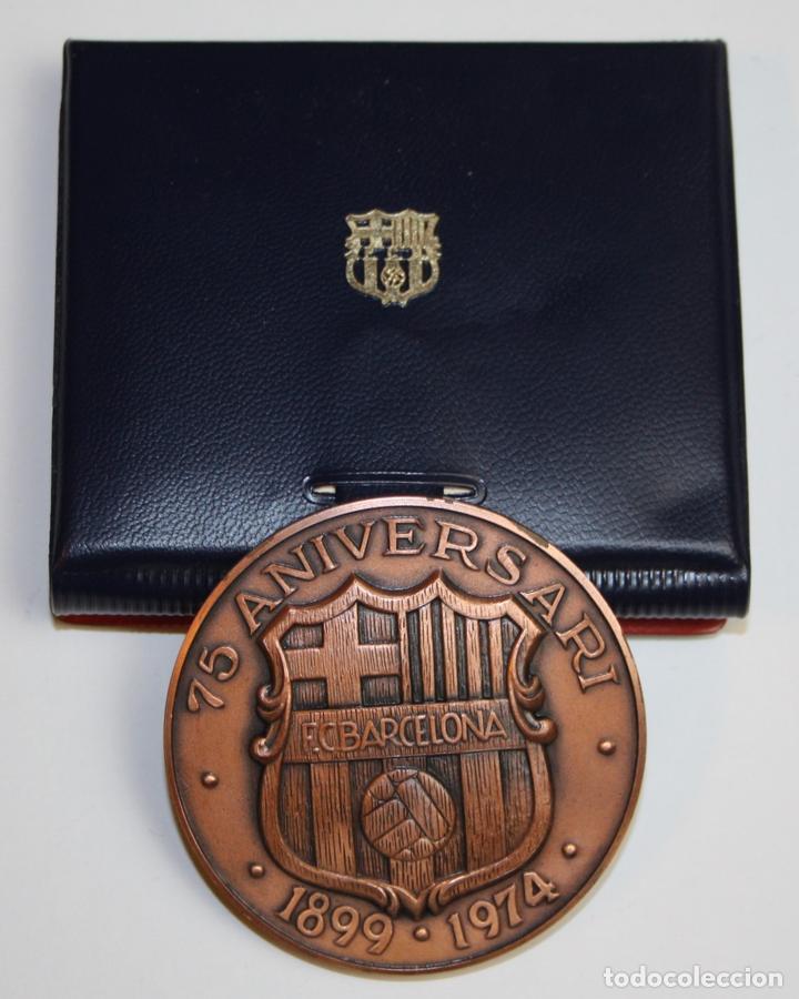 MEDALLA. 75 ANIVERSARIO DEL F. C. BARCELONA. ACUÑACIONES ESPAÑOLAS. COBRE (Coleccionismo Deportivo - Medallas, Monedas y Trofeos de Fútbol)