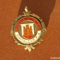 Coleccionismo deportivo: MEDALLA DE PLATA Y ESMALTES.FUTBOL.REPRESENTATIVE TEAM.GIBRALTAR F.A.TEMPORADA 1946-47.. Lote 80583446