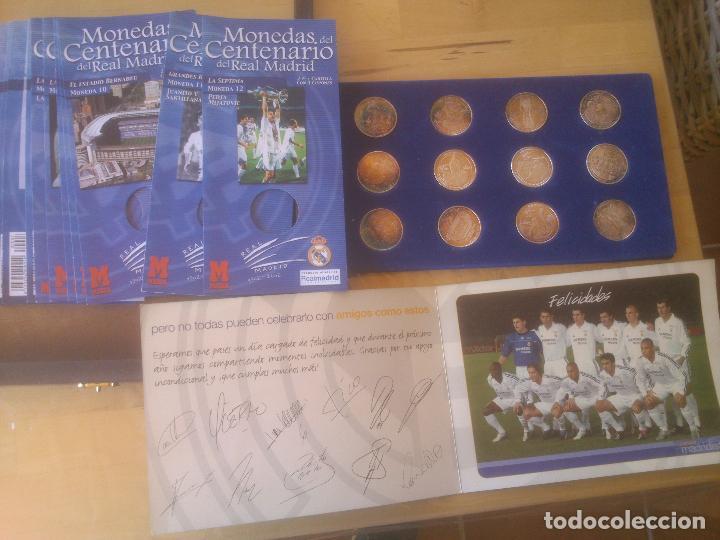 Coleccionismo deportivo: REAL MADRID CAJA EXPOSITOR COMPLETA DE MONEDAS EL CENTENARIO DEL MEJOR CLUB DEL SIGLO XX BAÑO PLATA - Foto 3 - 85365468