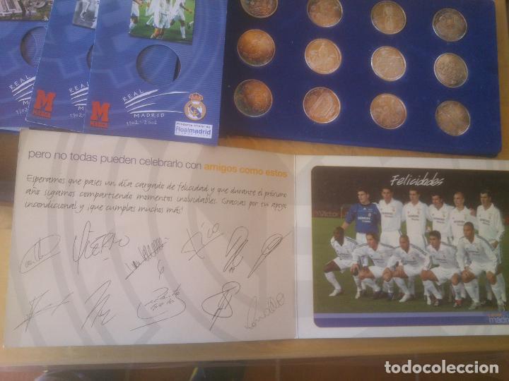 Coleccionismo deportivo: REAL MADRID CAJA EXPOSITOR COMPLETA DE MONEDAS EL CENTENARIO DEL MEJOR CLUB DEL SIGLO XX BAÑO PLATA - Foto 5 - 85365468