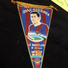 Coleccionismo deportivo: CAJA2 BANDERIN HOMENAJE A JUAN SEGARRA 1964 FUTBOL CLUB FC BARCELONA CF BARÇA F.C . Lote 93752875