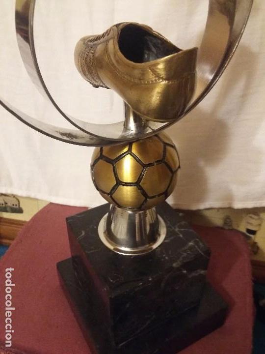 Coleccionismo deportivo: Original trofeo de fútbol - Foto 4 - 94795671