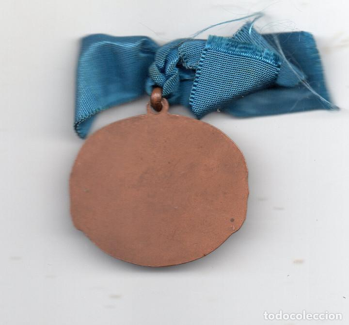 Coleccionismo deportivo: Medalla de fútbol en cobre.Vallmitjana - Foto 2 - 97536987