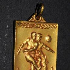 Coleccionismo deportivo: PRECIOSA MEDALLA DORADA III TORNEO PRONOSTICS AÑO 1951-52. Lote 97765875