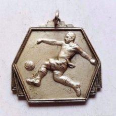 Coleccionismo deportivo: MEDAL MEDALLA TORNEO OLIMPICO DE FUTBOL LONDRES JULIO 1948. Lote 99148671