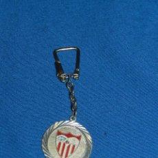Coleccionismo deportivo: (M) LLAVERO DEL SEVILLA FC AÑOS 60 / 70 , SEÑALES DE USO. Lote 99976119
