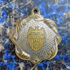 Coleccionismo deportivo: COLGANTE MEDALLA DEL VALENCIA FUTBOL CLUB. BRONCE. PERFECTO ESTADO. Lote 102684383