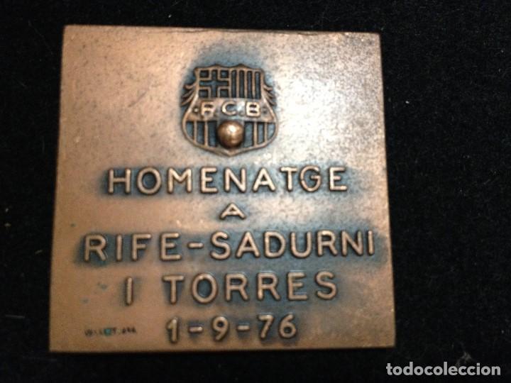 Coleccionismo deportivo: caja blanca MEDALLA HOMENATGE RIFE SADURNI TORRES FUTBOL CLUB FC BARCELONA F.C BARÇA CF VALLMITJANA - Foto 2 - 106671991