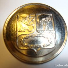 Coleccionismo deportivo: MEDALLA DEL ESCUDO DEL REAL MADRID DEL AÑO 1902. Lote 106939355