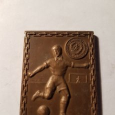 Coleccionismo deportivo: MEDALLA PLACA FUTBOL 1957 ESTOCOLMO. Lote 107278744