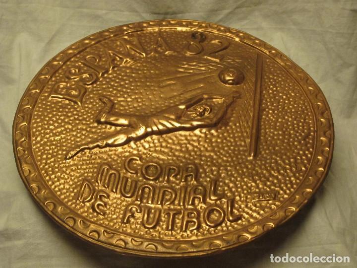 PLATO DE COBRE CONMEMORATIVO COPA MUNDIAL DE FÚTBOL 1982 ESPAÑA (Coleccionismo Deportivo - Medallas, Monedas y Trofeos de Fútbol)