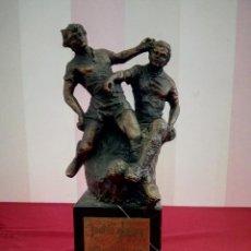 Coleccionismo deportivo: TROFEO PRINTER DE BRONCE FUTBOL AÑOS 80. Lote 112600938