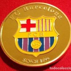 Coleccionismo deportivo: MONEDA CHAPADA EN ORO DEL F.C. BARCELONA. Lote 113519363