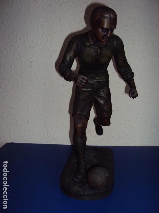 (F-180190)FIGURA DE CALAMINA JUGADOR DE FOOT-BALL - FUTBOL - AÑOS 20 - FIRMADA (Coleccionismo Deportivo - Medallas, Monedas y Trofeos de Fútbol)
