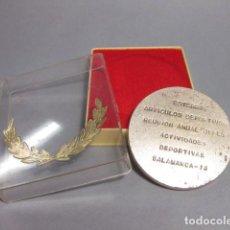 Colecionismo desportivo: MEDALLA EN CAJA DE ESTERRA - ARTICULOS DEPORTIVOS - REUNION ANUAL JEFES ACTIVIDADES - SALAMANCA 1973. Lote 110820667