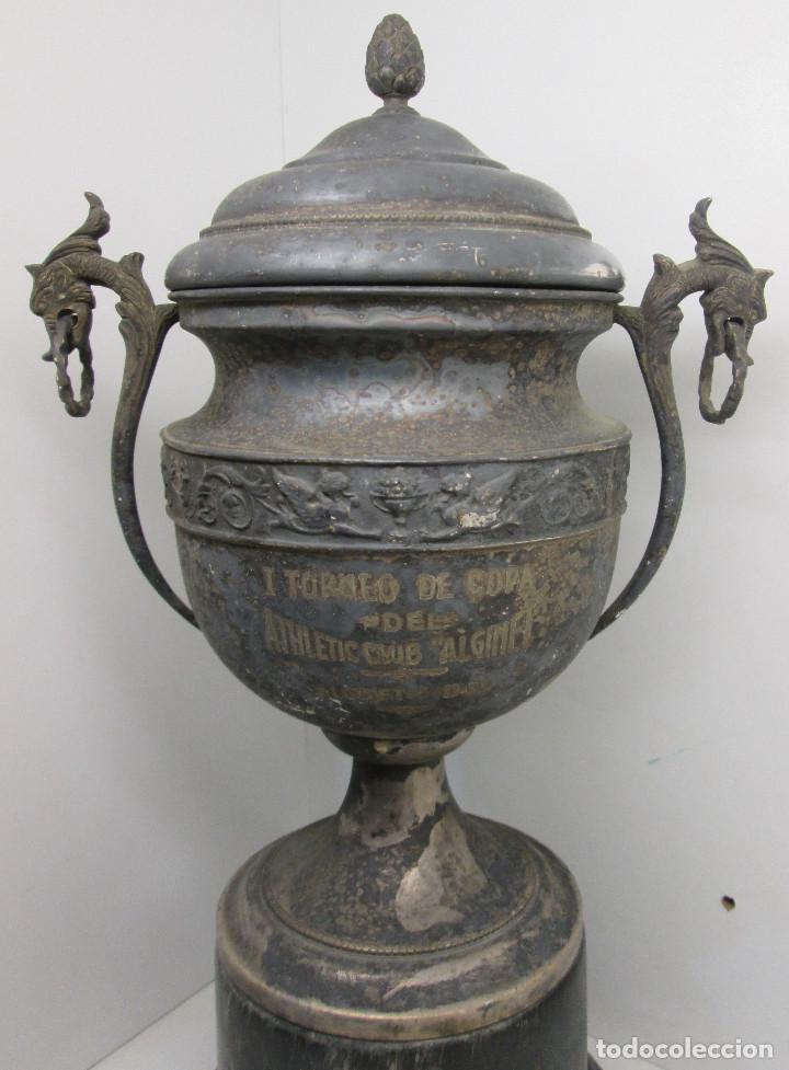 Coleccionismo deportivo: Antiguo y precioso trofeo de fútbol, I TORNEO DE COPA DEL ATHLETIC CLUB ALGINET 5-11-1933 - Foto 2 - 112375527