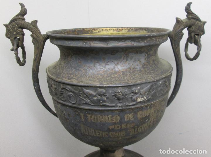 Coleccionismo deportivo: Antiguo y precioso trofeo de fútbol, I TORNEO DE COPA DEL ATHLETIC CLUB ALGINET 5-11-1933 - Foto 11 - 112375527