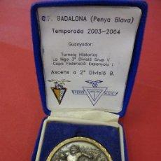 Sammelleidenschaft Sport - CF BADALONA (Penya Blava). Medalla conmemorativa Ascens 2ª Divisió B. - 114432235