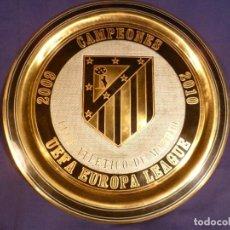 Coleccionismo deportivo: PLATO CONMEMORATIVO ATLÉTICO DE MADRID CAMPEONES EUROPA LEAGUE 2010 - ARTESANÍA EN METAL. Lote 114585815