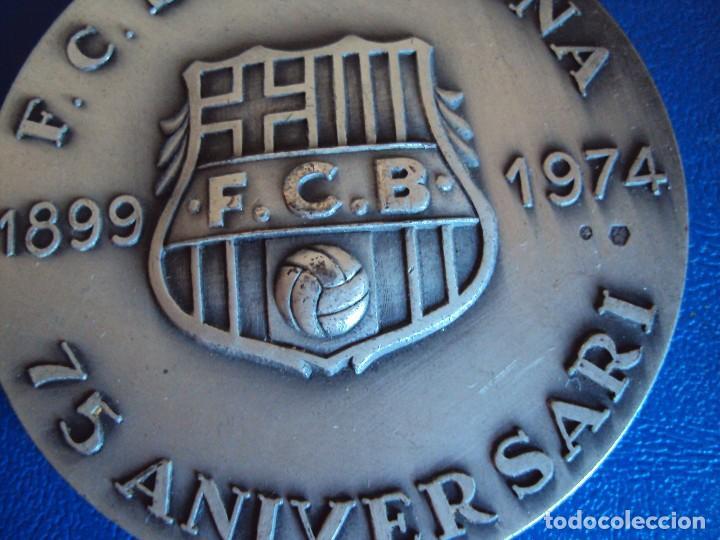 Coleccionismo deportivo: (F-180533)MEDALLA DEL F.C.BARCELONA EN PLATA - 75 ANIVERSARIO - VALLMITJANA - Foto 2 - 120937079