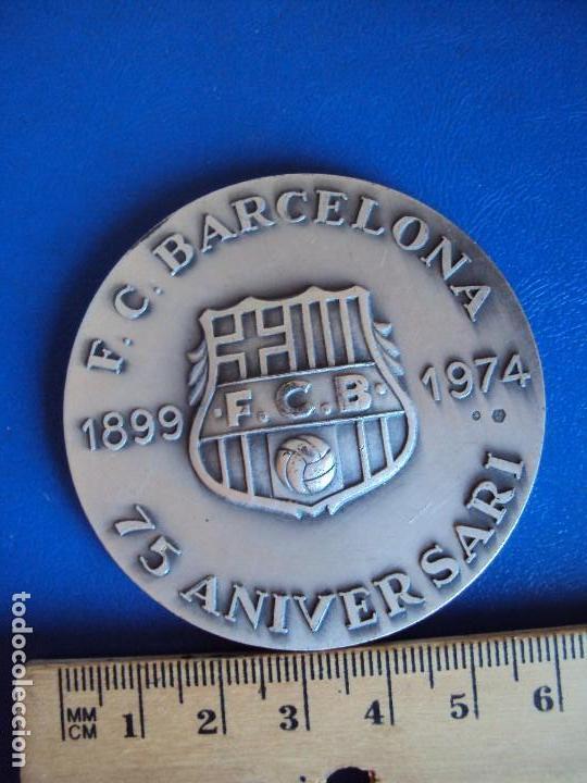 Coleccionismo deportivo: (F-180533)MEDALLA DEL F.C.BARCELONA EN PLATA - 75 ANIVERSARIO - VALLMITJANA - Foto 5 - 120937079