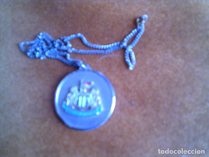 MEDALLA CON EL ESCUDO DEL NEWCASLE UNITED (Coleccionismo Deportivo - Medallas, Monedas y Trofeos de Fútbol)