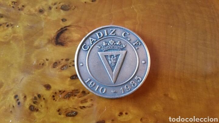 CADIZ C.F. MONEDA CONMEMORATIVA, 75 ANIVERSARIO. 1910 - 1985. RARA, EN PERFECTO ESTADO. (Coleccionismo Deportivo - Medallas, Monedas y Trofeos de Fútbol)