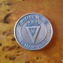 Coleccionismo deportivo: CADIZ CF MONEDA CONMEMORATIVA, 75 ANIVERSARIO. 1910 - 1985. RARA, EN PERFECTO ESTADO.. Lote 125848999