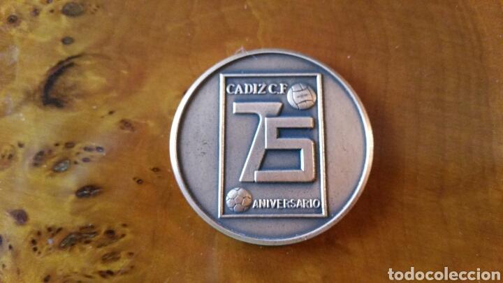 Coleccionismo deportivo: Cadiz C.F. Moneda conmemorativa, 75 aniversario. 1910 - 1985. RARA, EN PERFECTO ESTADO. - Foto 2 - 125848999