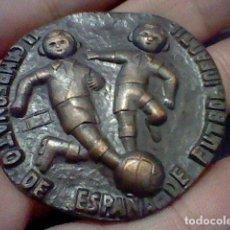Coleccionismo deportivo: CAMPEONATO ESPAÑA FUTBOL INFANTES FEDERACION 1965 MEDALLA MANO . Lote 128660243