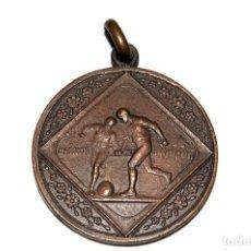 Coleccionismo deportivo: ANTIGUA MEDALLA FOOTBALL. MODERNISTA. Lote 129618719