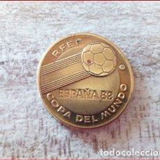 Coleccionismo deportivo: ESPAÑA 82 COPA DEL MUNDO R.F.E.F -ALEMANIA CAMPEÓN DEL MUNDO 1954,1974 Y SUB.1982 - (COBRE). Lote 132293898