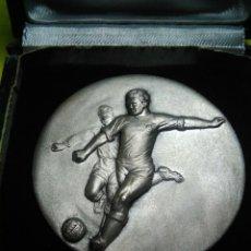Coleccionismo deportivo: MEDALLA DEPORTIVA FUTBOL DISTINCION C E SANT ANDREU A AURELIO ROMERO ANY 1967 1968. Lote 132770979