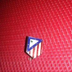 Coleccionismo deportivo: AT. MADRID - PIN DE AGUJA ANTIGUO. Lote 133287114