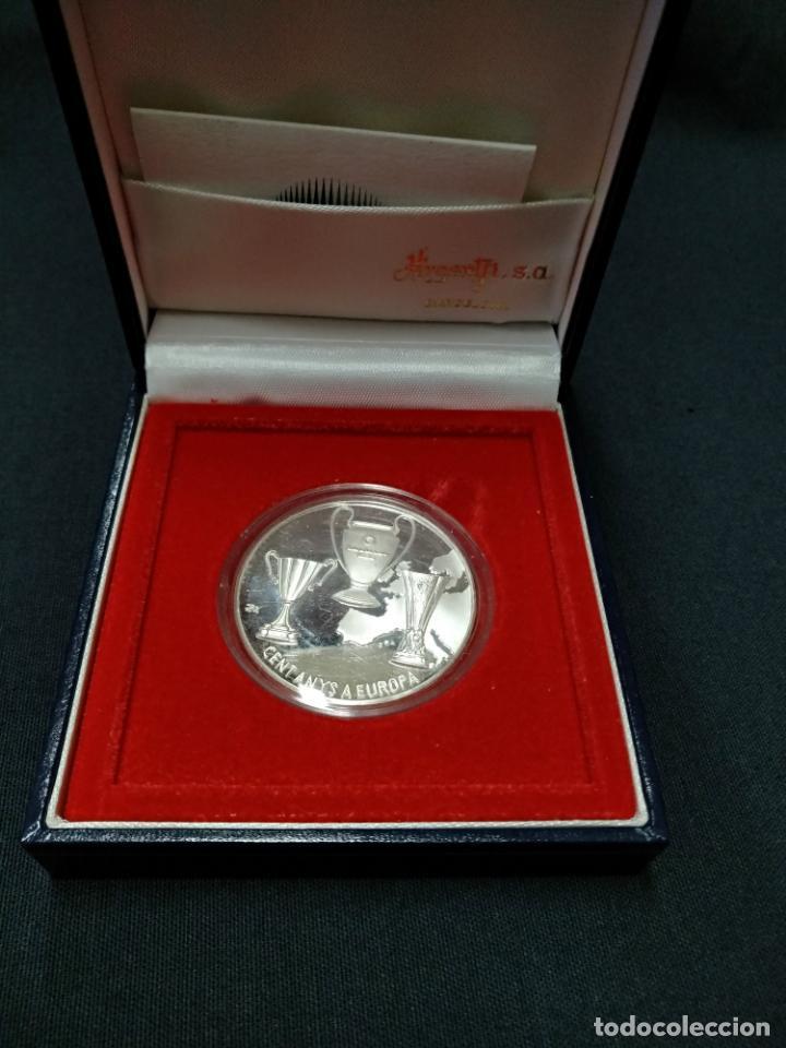 MEDALLA PLATA DE PRIMERA LEY CON ESTUCHE - CENT ANYS A EUROPA - CENTENARI F.C. BARCELONA 1899 1999 (Coleccionismo Deportivo - Medallas, Monedas y Trofeos de Fútbol)