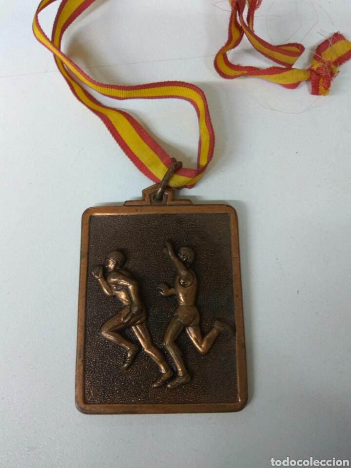 FÚTBOL O.J.E. AÑO 1984 MEDALLA 6X5 CMS (Coleccionismo Deportivo - Medallas, Monedas y Trofeos de Fútbol)