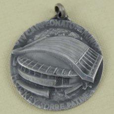 Coleccionismo deportivo: MEDALLA DE PLATA. XIV CAMPEONATO DEL MUNDO. HOCKEY SOBRE PATINES. MADRID, 1960. MIDE 35 MM.. Lote 139948034