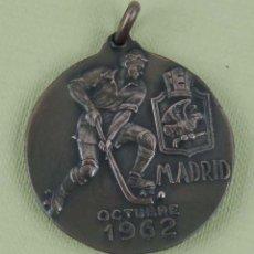 Collezionismo sportivo: MEDALLA CAMPEONATO DE EUROPA JUNIORS. HOCKEY SOBRE PATINES. MADRID, 1962. DIÁMETRO 35 MM.. Lote 139948430