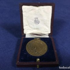 Coleccionismo deportivo: MEDALLA BRONCE CAMPEONATO SOCIAL REAL MADRID CLUB DE FUTBOL 1943 1944 HUGUENIN ESTUCHE CAJA R M 30MM. Lote 140805538