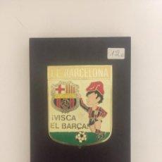 Coleccionismo deportivo: CUADRO DE MADERA F.C.BARCELONA CON FRASE VISCA EL BARÇA. Lote 141419282