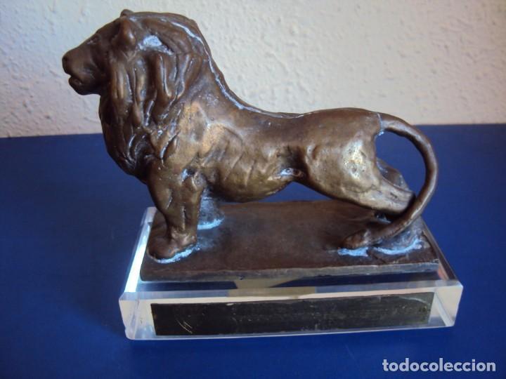 (F-181192)LEON DE BRONCE AT.BILBAO - ARCHIVO JAUME RAMON DIRECTOR MUSEU F.C.BARCELONA(1984-1990) (Coleccionismo Deportivo - Medallas, Monedas y Trofeos de Fútbol)