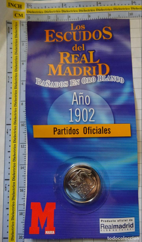 MEDALLA MONEDA INSIGNIA. LOS ESCUDOS DEL REAL MADRID CLUB DE FÚTBOL. ESCUDO 1902. PRECINTADO. 40 GR (Coleccionismo Deportivo - Medallas, Monedas y Trofeos de Fútbol)