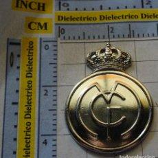 Coleccionismo deportivo: MEDALLA MONEDA INSIGNIA. LOS ESCUDOS DEL REAL MADRID CLUB DE FÚTBOL. ESCUDO 1920. . 10 GR. Lote 142344954