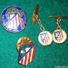 Coleccionismo deportivo: LOTE ATLETICO DE MADRID , PIN INSIGNIA SOLAPA PEÑA ATLETICA Y GEMELOS. Lote 142771958
