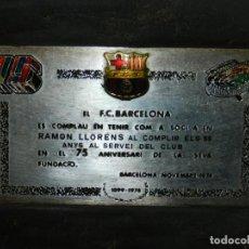 Coleccionismo deportivo: FC BARCELONA - PLACA CONMEMORATIVA A RAMON LLORENS PUJADAS EX-PORTERO DEL FC BARCELONA 75 ANIVERSARI. Lote 143387918