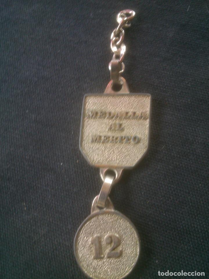 Coleccionismo deportivo: ANTIGUA MEDALLA AL MERITO FUTBOL CLUB BARCELONA RARA - Foto 2 - 143986038